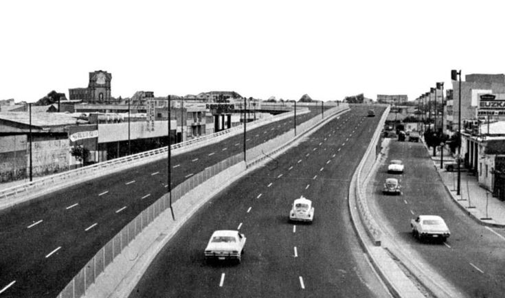 Así lucía el CircuitoInterior en 1976. A la izquierda de la imagen sobresale la Parroquia del Santo Niño Jesús, en la calle de Clavel, colonia Atlampa, todo un referente al pasar por este punto.