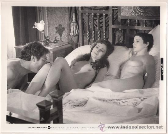 Marcello Mastroianni, Laura Antonelli and a unknown actress in WIFEMISTRESS.