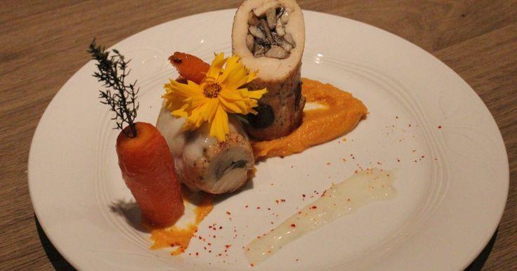 """750g vous propose la recette """"Cannelloni de poulet aux champignons sauce suprême, purée de patate douce et carottes glacées"""" publiée par Odelice chez soi."""