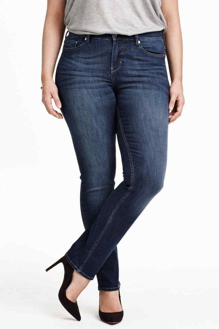H&M+ Vaqueros Straight Regular: Vaqueros de cinco bolsillos en denim desgastado y elástico con perneras rectas y cintura estándar.