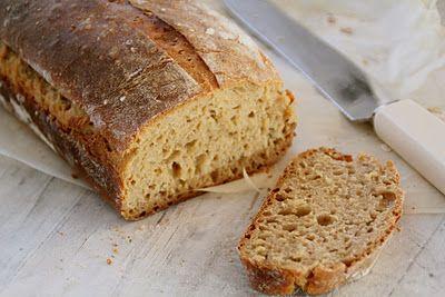 Eltefritt rugbrød - enkelt å lage og en 'all-round' brød som passer til alt. Finn denne og mange andre oppskrifter på eltefritt brød her på Mat på Bordet.