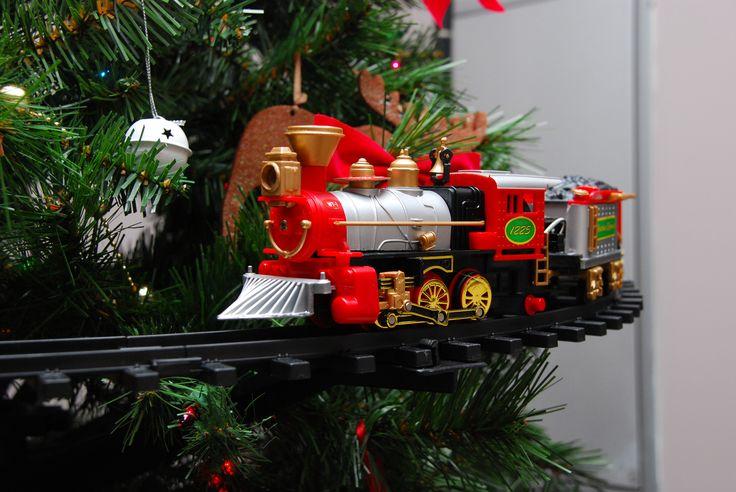 Under the Christmas Tree Train Sets | WebNuggetz.com |Polar Express Train Set Christmas Tree