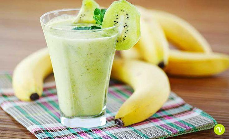 Frullato verde con kiwi, banana e lattuga