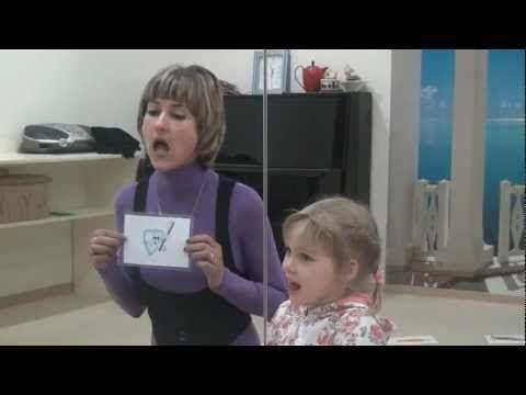 Логопед буква Р. Практические занятия. Часть 2.  Игровая форма, по этой методике легко обучить своего ребенка. (Логопедического занятия с ребенком -- выговариваем звук Р ( буквы Рыы. ЭР). Видео урок (Полный. Часть 2 Практические занятие ). Запись урока логопедических упражнений для детей произведена в Семейном клубе «МАМА». Методика развития дополнена артикуляционной гимнастикой по состоянию на апрель 2013 года.