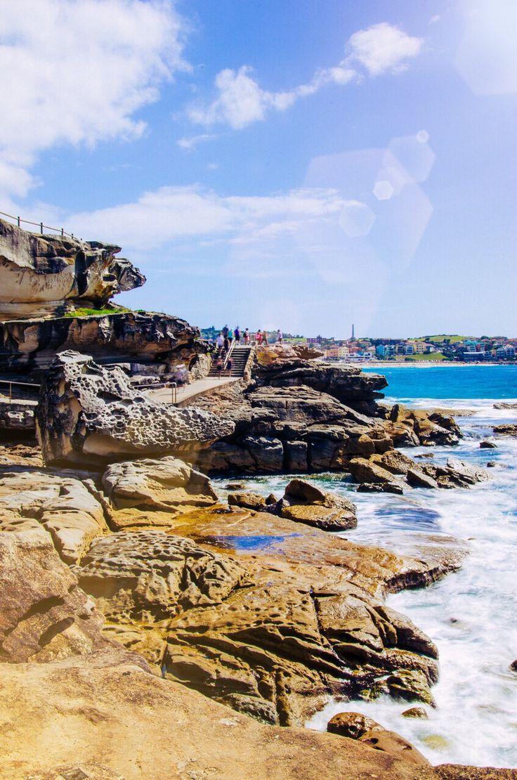 Lookout to Bondi beach, Coogee to Bondi coastal walk. Sun flares, rugged coastal scenery, Sydney, Australia