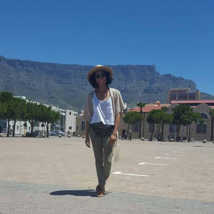 Outfit to an outdoor event in cape town names Sizzled... fannipack just brings my outfit together, shoes is espadrilles and jeans with loose fitted crop #fashion #outdoor #festival