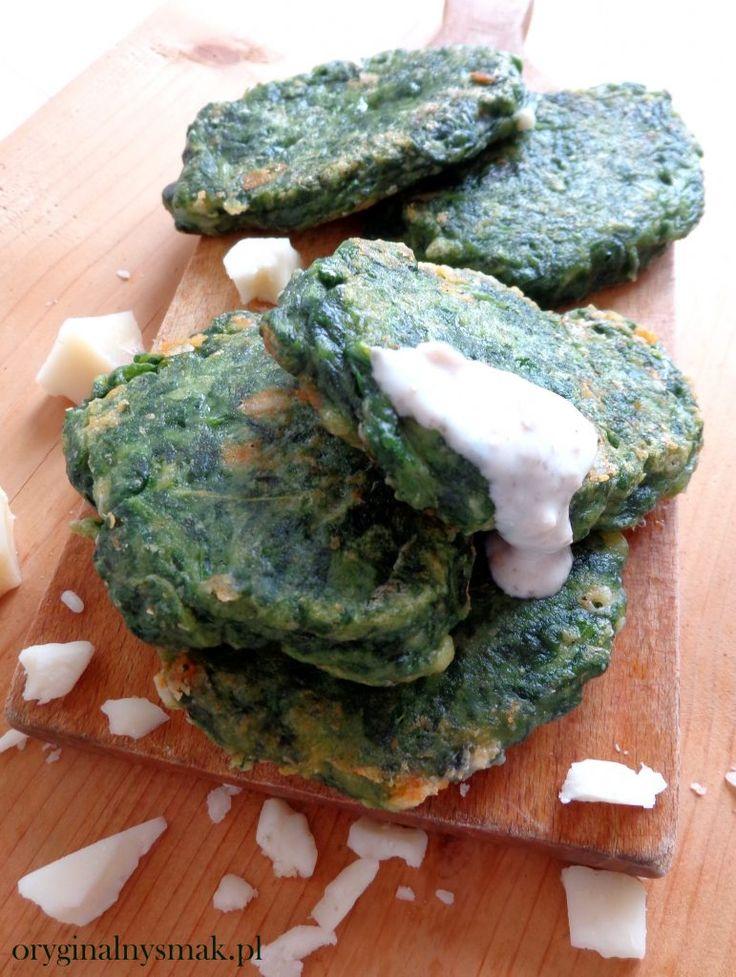 Placuszki szpinakowe z kozim serem i sosem jogurtowo-orzechowym  | Oryginalny smak