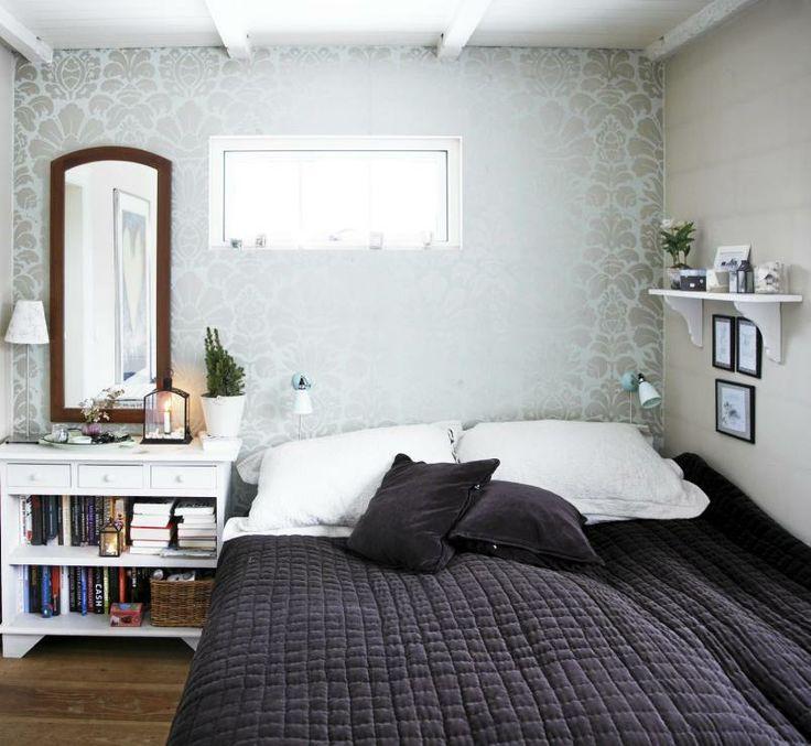 Bedroom Wallpaper Pictures Bedroom Ideas Small Rooms Falling Water Interior Bedroom Bedroom Design Ideas Small Rooms: Veggen Ved Sengehodet Har Fått En Lekker Tapet I Lys Blå