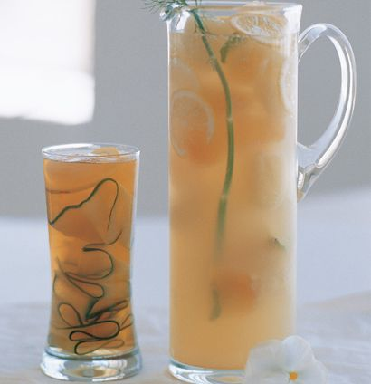 Green tea and apple ice cooler