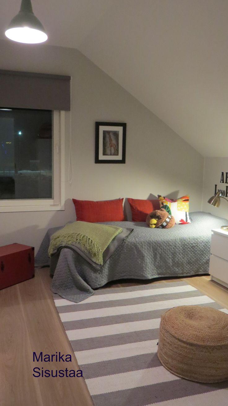 Pojan huone, harmaa, valkoinen, punainen, vaalea huone, makuuhuone