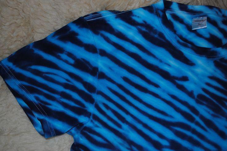 Tričko+L+-+Nekonečný+oceán+Originální,+pánské,+batikované+tričko+velikost+L,+112cm+přes+prsa,72+cm+délka.+100%+bavlna.+Barveno+kvalitními+reaktivními+barvami,+praní+doporučuji+v+ruce+kvůli+zaprání+bílé+či+světlých+barev.+100%+bavlna180+g/m2+Možno+vyzkoušet+a+vyzvednout+v+Brně.