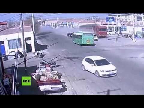 Un camion senza freni arriva a tutta velocità nei pressi di un incrocio riuscendo a evitare una disastro ben peggiore. Poteva essere una strage quella occo