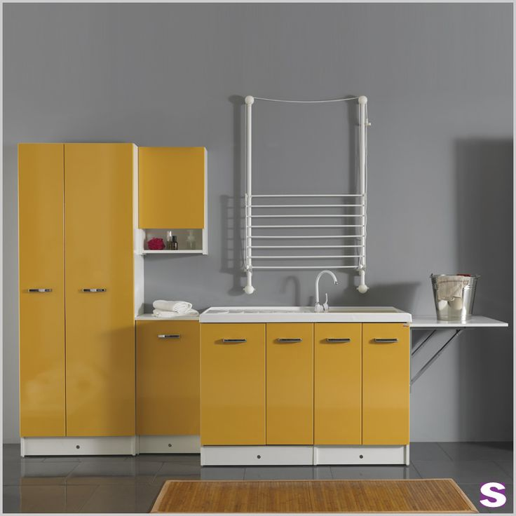 Badmöbel Veer - SEBASTIAN e.K. – Funktional. –  Veer ist das perfekte Möbel für Ihren Hauswirtschaftsraum. Im Waschtischelement findet die Waschmaschine ihren Platz und im kleinen Schrank befindet sich ein Wäschekorb. Die Ablage bietet eine zusätzliche Arbeitsfläche. In dem größeren Schrank ist ein integriertes Bügelbrett, welches sich nach getaner Arbeit wieder verstecken lässt.  Abgerundet wird das funktionale Möbel durch die einklappbaren Fußleisten, die Ihnen das Wischen enorm…