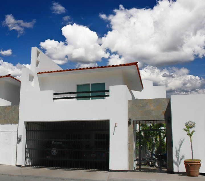 25 best images about garage on pinterest contemporary for Fachadas de casas mexicanas