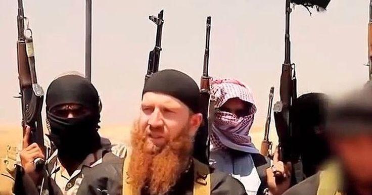 El máximo comandante del Estado Islámico es un yihadista georgiano de barba roja,que sin duda le ha de encantar la pija de los culeros esos con trapos negros,pues se mueren de miedo que les vean la cara.Bola de mayates