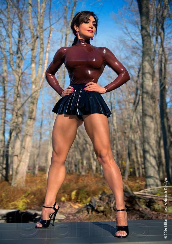 Just look at those amazing thighs with my favourite type of skirt - short skater…