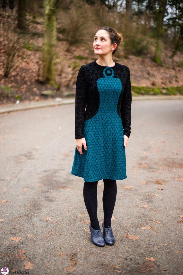 Entdeckt bei Funkelfaden: ein Schnitt von Jutta von Schnittdesign. Auch denkbar aus selbst gedrucktem Polyester Jersey und eigens gestaltetem Jacquard von der Stoff-Schmie.de