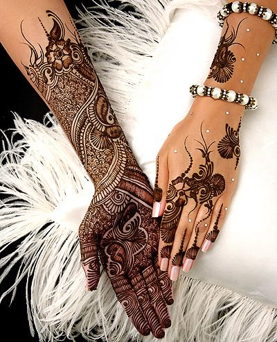 Ash kumar henna design- I love the simplicity of the back!