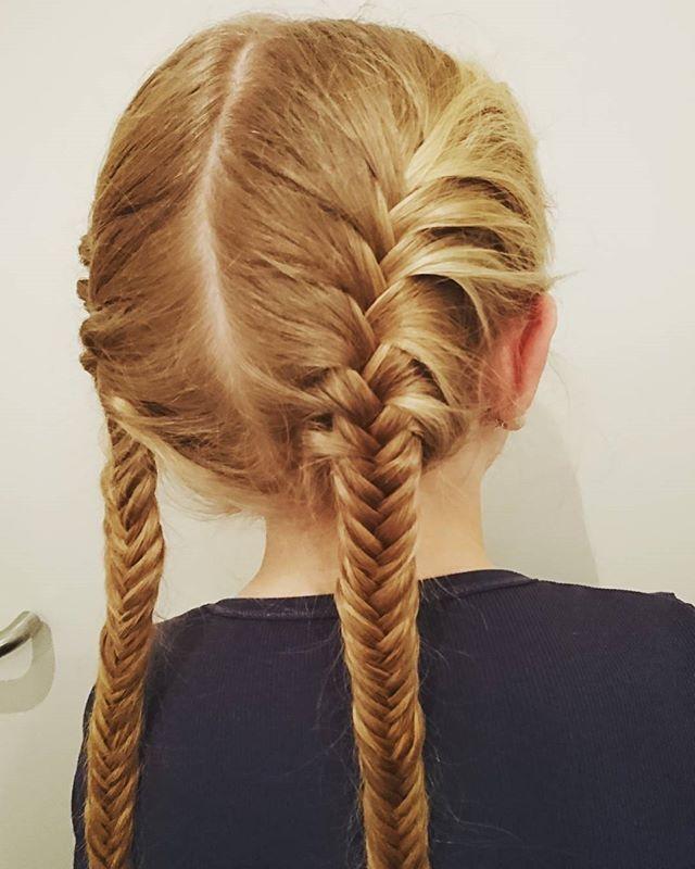 Fishtail Friday #fishtailbraid #fishtail #braids #hairforschool #hairforlittlegirls #girlyhair #braidymom