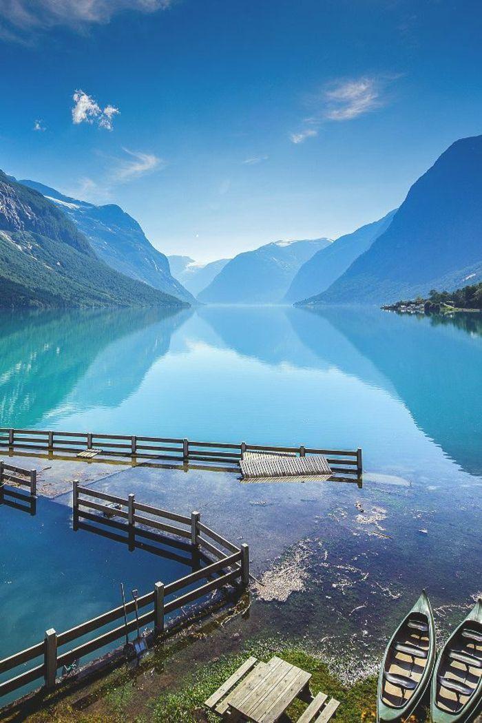 fond ecran gratuit paysage d'un lac contourner par les montagnes