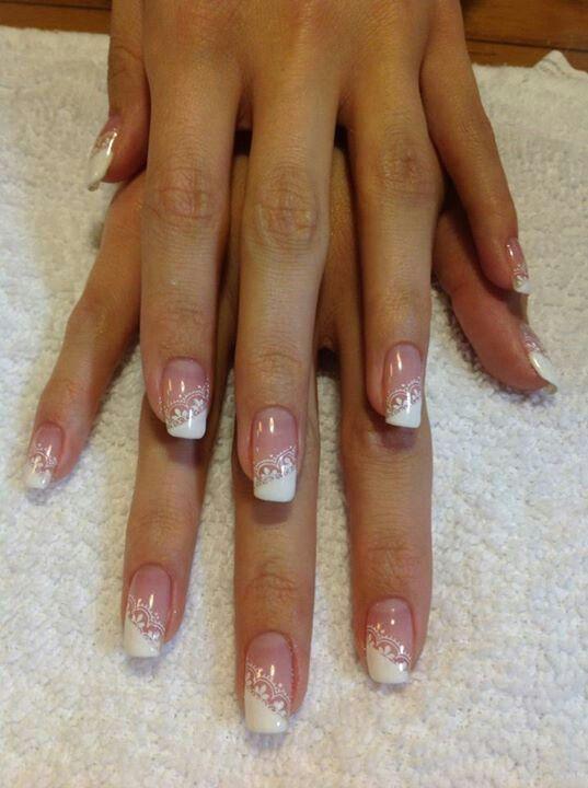 unghie gel nail art sposa con decorazione in pizzo