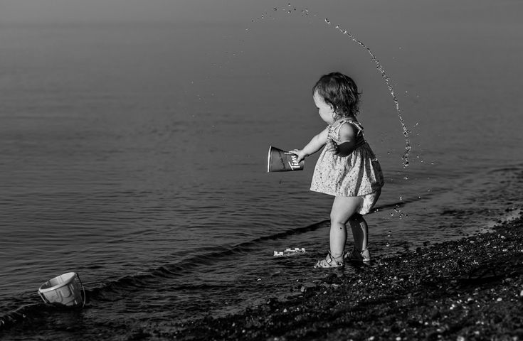 Documentary Family Photography - Baby playing on the beach and splashing water -Bathurst NB Photographer - Tara Geldart Photography