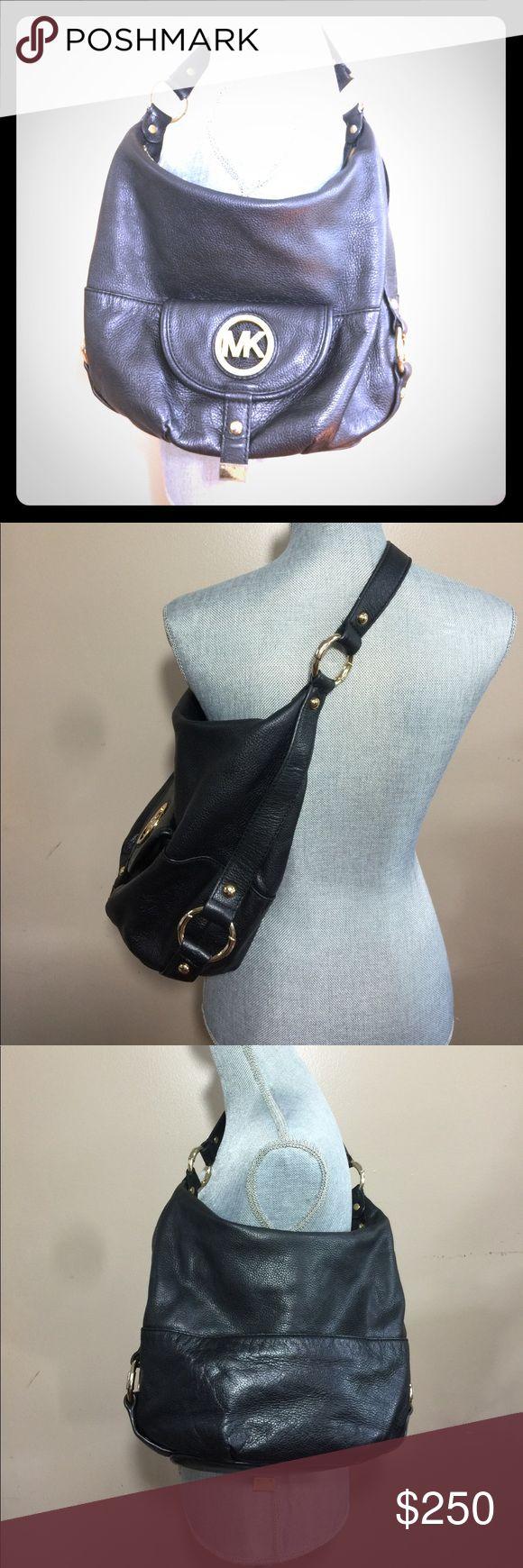 Beautiful Micheal Kors Hand bag Michael Kors black bag in good condition MICHAEL Michael Kors Bags Shoulder Bags