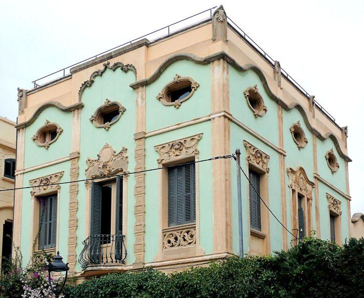 Вариант штукатурного дома в восточном стиле с лепниной