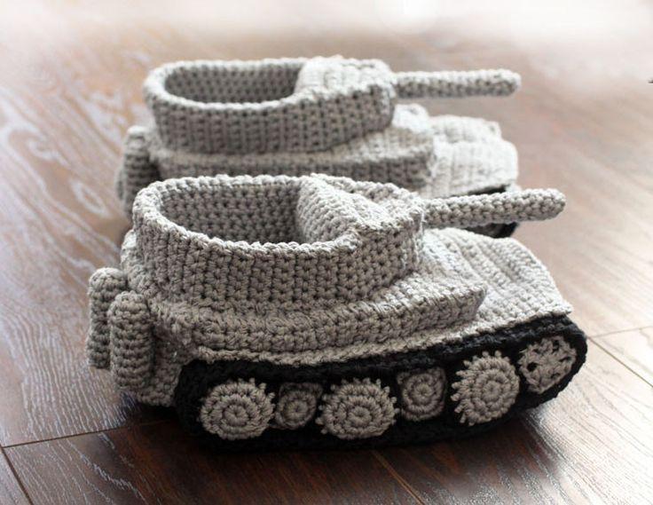 Anleitung für Hausschuhe Panzer TIGER gehäkelt von Knitted Gift auf DaWanda.com