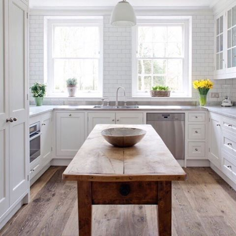 Happy Sunday! A white, bright & warm Kitchen design by Stephen Graver, Photo by Marc Wilson! #stephengraver