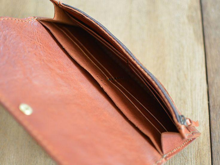 イタリアンレザーのユーフラテを使ったロングウォレット。後面の収納、ファスナー式小銭入れ、カード入れ10枚とお札入れ。財布に収納するであろうものをほとんどカバーできるハンドメイドレザーウォレットです。【Organ/オルガン】
