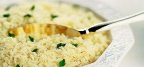 Delícia de receita de arroz ao vinho branco, ótima para festas, eventos e jantares românticos com um delicioso acompanhamento e uma taça de vinho.