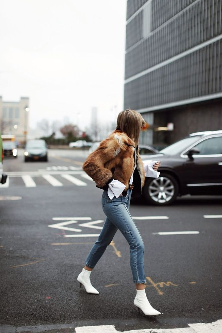Those white boots. #streetstyle #bossbabe #2020AVE