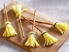 Kreativ mit Käse - 4 Ideen für raffinierte #Snacks. Ideal für #Halloween & für Hexen Partys