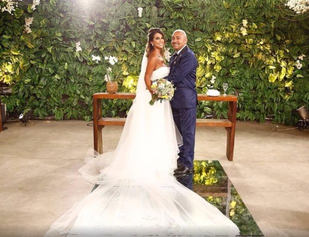 Tiririca se casa com mulher após duas tentativas frustradas. https://donaelegancia.wordpress.com/2017/04/30/tiririca-se-casa-com-mulher-apos-duas-tentativas-frustradas/