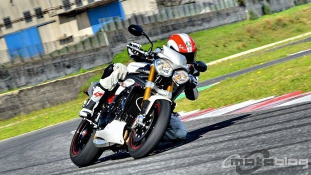 Triumph Speed Triple 1050 R: il test di Motoblog