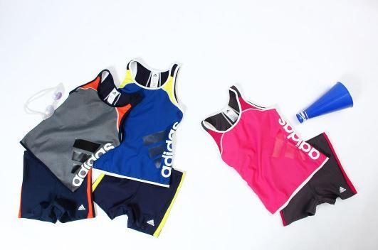 adidas 2017年春夏新作 女性セパレーツ ポップなカラーリングのトップスに配したビックロゴと短めに設定したボトムスが若々しくアクティブなイメージの水着💕
