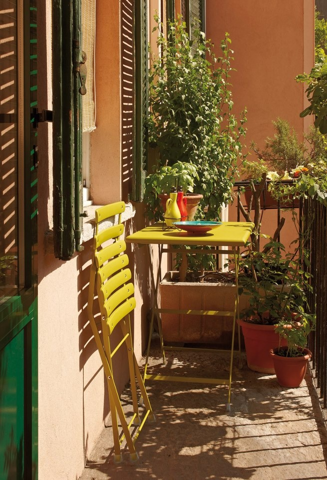 Идея для балкона: французские стулья + итальянские краски