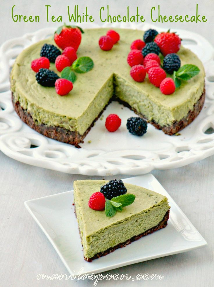 A rich and luxurious cheesecake with a subtle hint of green tea and the yummy flavor of white chocolate! This gorgeous cake is perfect for Thanksgiving, Christmas, New Year or any holiday! | manilaspoon.com