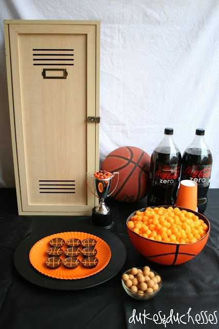 basketball tablescape {perfect for March Madness} ... the Reese's peanut butter cup basketballs are so fun!
