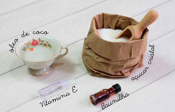 Material para fazer seu esfoliante 500g de açúcar cristal 1 ampola de vitamina E 1 xícara de óleo de coco 20mL de essência de baunilha Corante alimentar (optional) Embalagem
