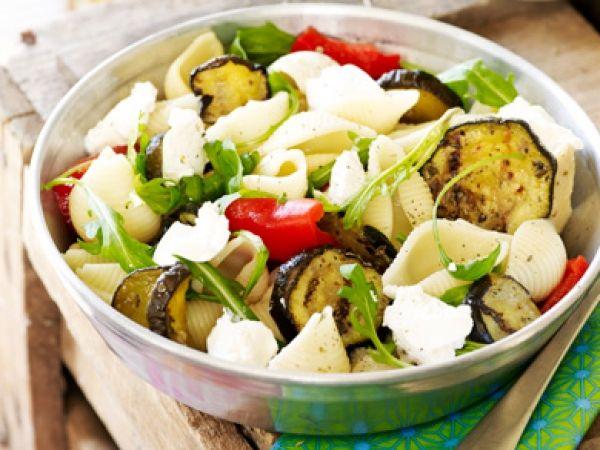 Pastasalade met gegrilde groenten - Libelle Lekker!