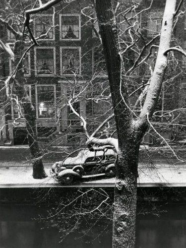 1940's. View on a canal in Amsterdam. Photo Wiel van der Randen. #amsterdam #1940