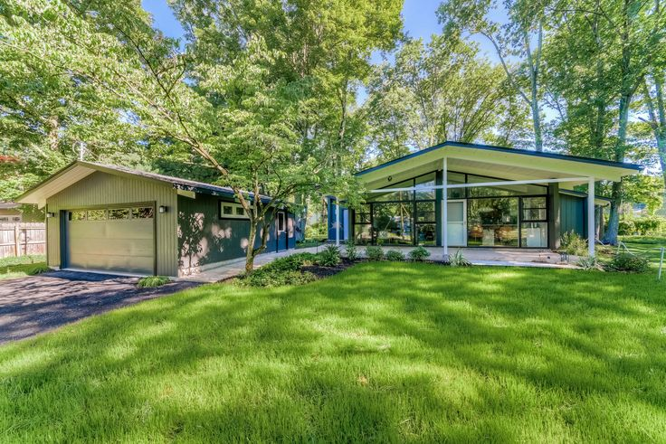 1953 bungalow with glass facade asks $545K outside NYC - Curbedclockmenumore-arrow : The midcentury modern home is located in Morristown, New Jersey, just 25 miles west of New York City