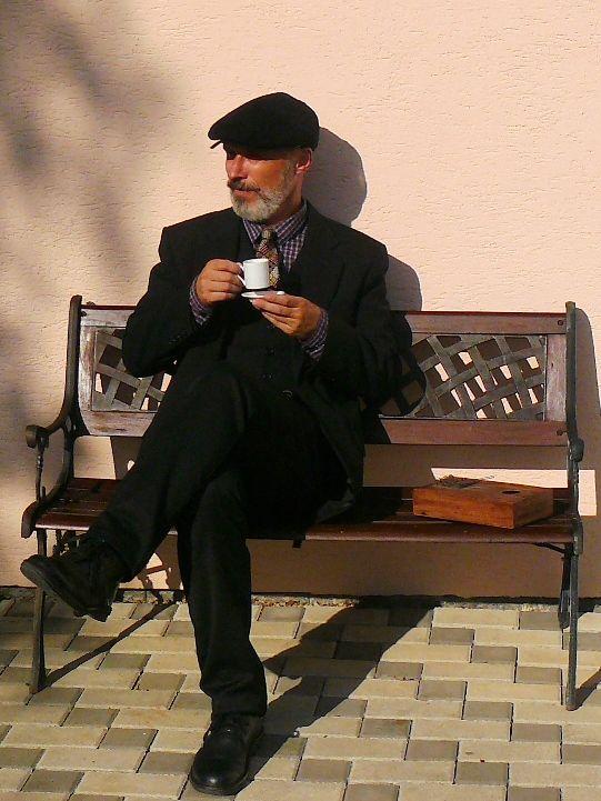 http://vonwrath.blogspot.cz/ VonWrathovy džíny, činy a zločiny: La Sape & mbira