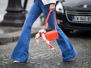 Jeans e pantaloni a zampa d'elefante - 30 idee dallo streetstyle
