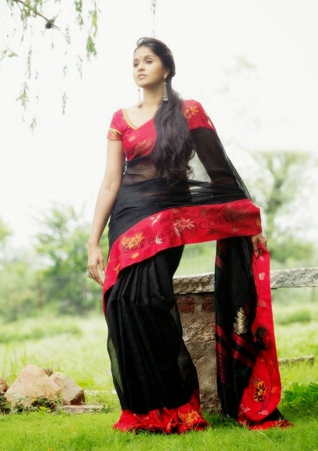 Telugu pop singer Smitha in saree photos for Aalayam navaratri handloom festival.Smitha is looking gorgeous in black transparent saree,blue saree,bridal si