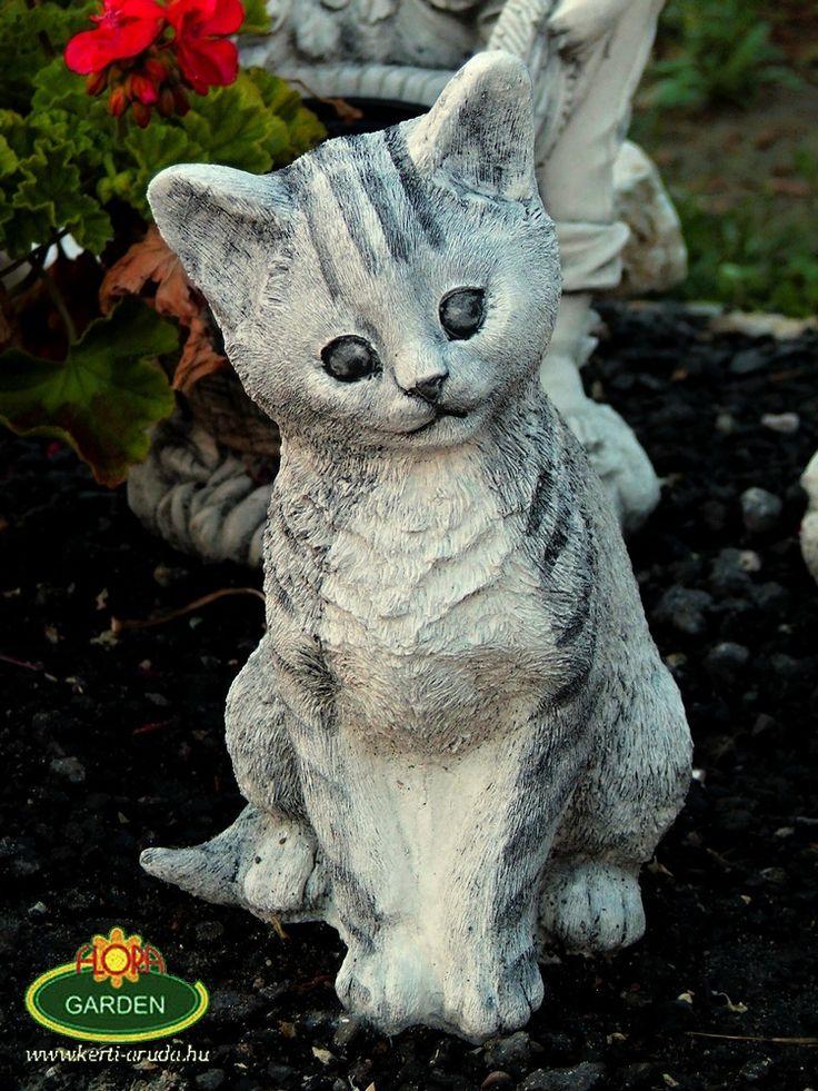 Megrendelhető a kőből készült kis szobrocska megtévesztően eredetinek tűnhet a kertedben. Nézz körbe webáruházunkban válogathatsz sok macska és kutya szobrokból.