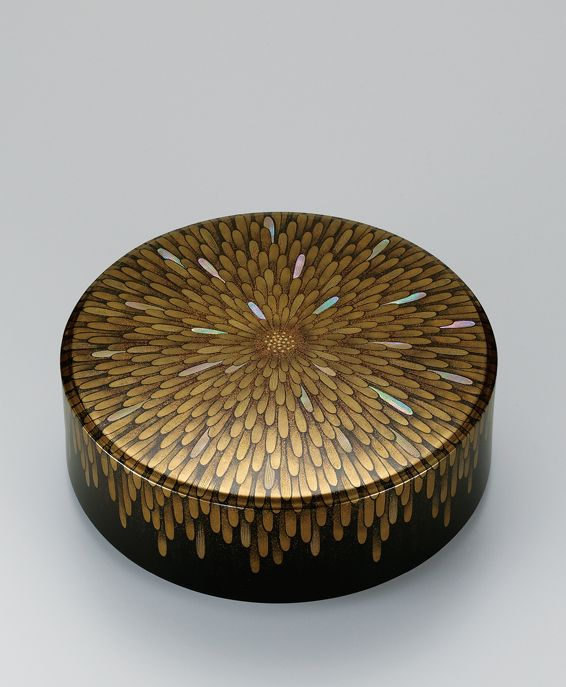Maki-e lacquer box by National Living Treasure of Japan, Kazumi MUROSE