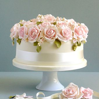 White One-Tier Cake with Roses | Wedding Cake